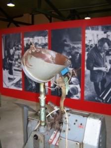 Knopfmaschine in der Dauerausstellung des Knopf- und Regionalmuseums Schmölln