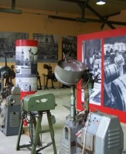 Dauerausstellung von Knopfmaschinen und Geschichte der Schmöllner Knopfindustrie im Knopf- und Regionalmuseum Schmölln