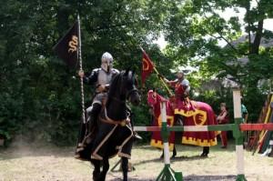 Die Ritterkämpfe beim jährlichen Mittelalterspektakel auf Burg Posterstein sind meist Duelle.