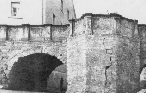 Cracks in the castle's bridge before restauration (Picture from 1985, Museum Burg Posterstein)