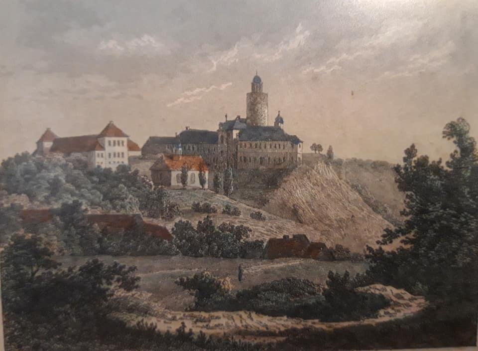Auf der historischen Ansicht sieht man noch den Nordflügel der Burg Posterstein, der in den 1950er Jahren abgerissen wurde.