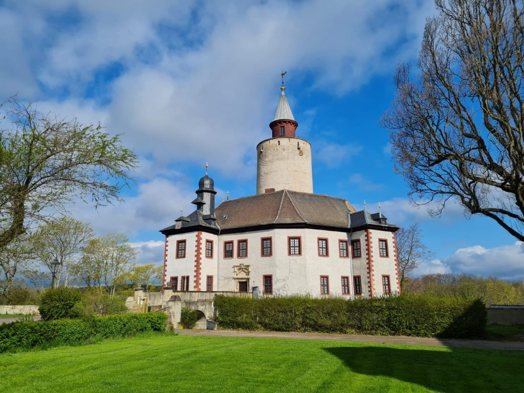 Die Burg Posterstein entstand im 12. Jahrhundert als eine von vielen Befestigungen im Pleißenland.