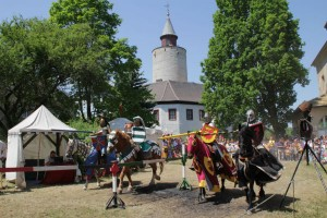 Mittelalterspektakel auf Burg Posterstein - Blick vom Turnierplatz auf die Burg