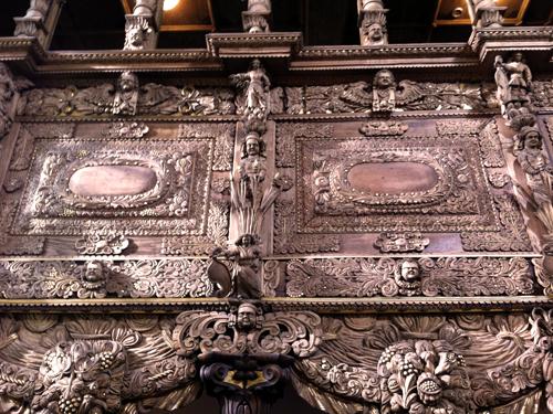 Die reich verzierte Empore in der Burgkirche Posterstein (Foto: Museum Burg Posterstein)