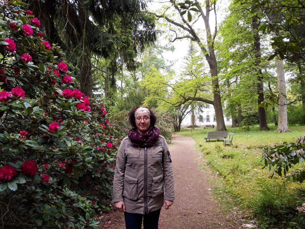 Gartenarchitektin Christiane Nienhold im Schlosspark Tannenfeld