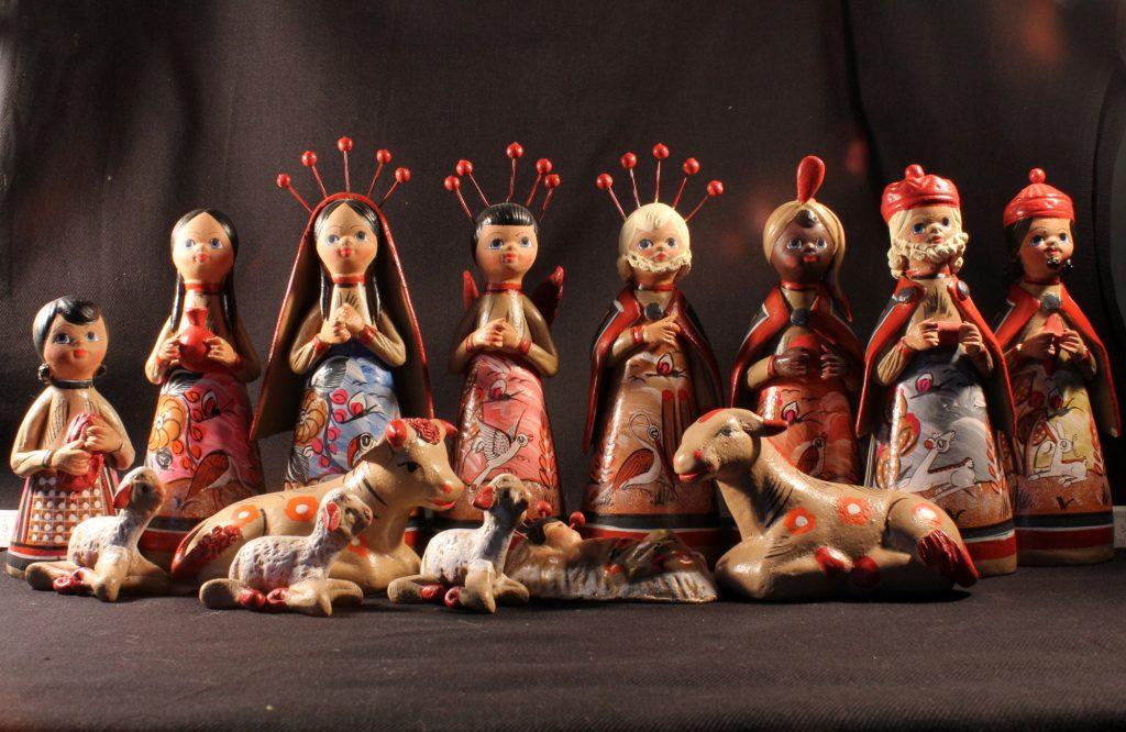 Bunte südamerikanische Weihnachtskrippe mit 8 Menschenfiguren und Tieren