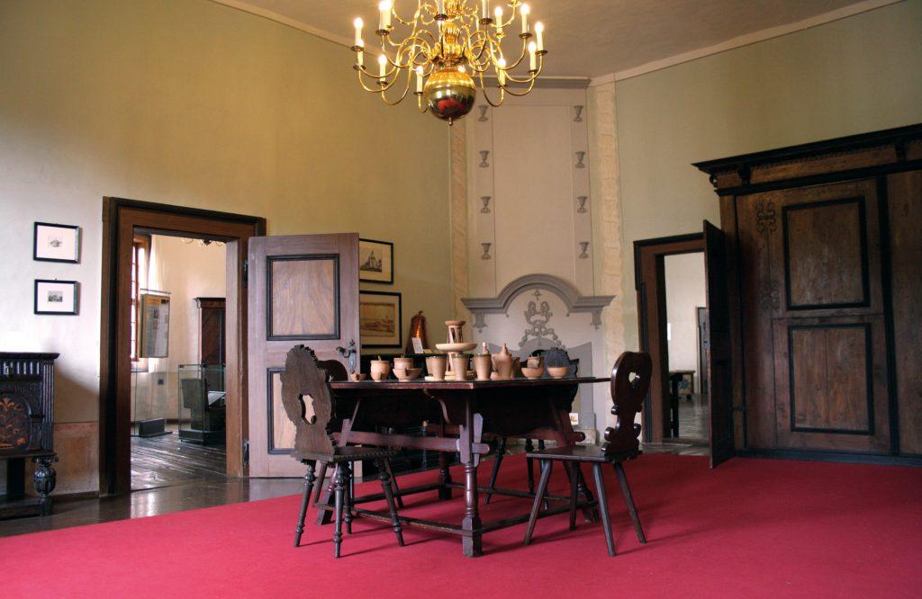 Im Gerichtsraum der Burg Posterstein gibt es eine versteckte Treppe.