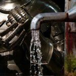 Rüstung und Wasserhahn