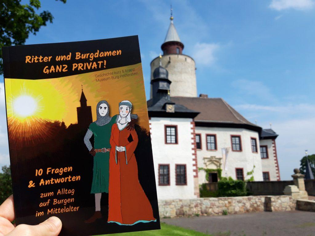 """Zur Familien-Ausstellung """"Die Kinderburg"""" auf Burg Posterstein gibt es ein Bilderbuch."""