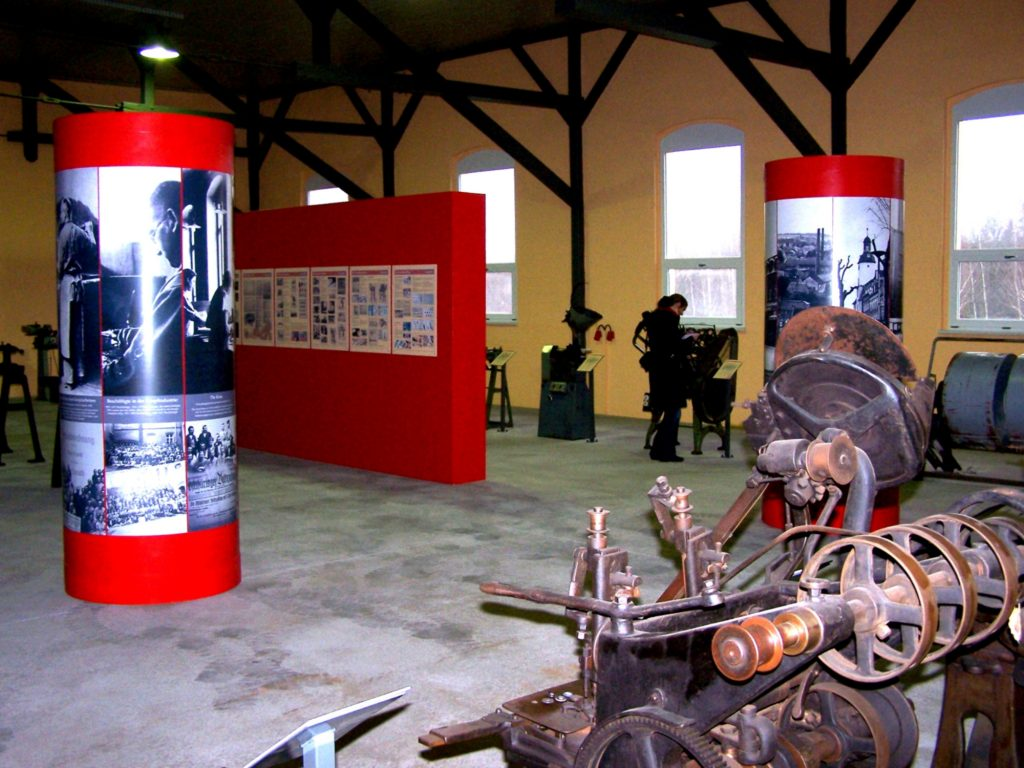 Ausstellung zur Geschichte der Schmöllner Knopfindustrie im Knopfmuseum Schmölln