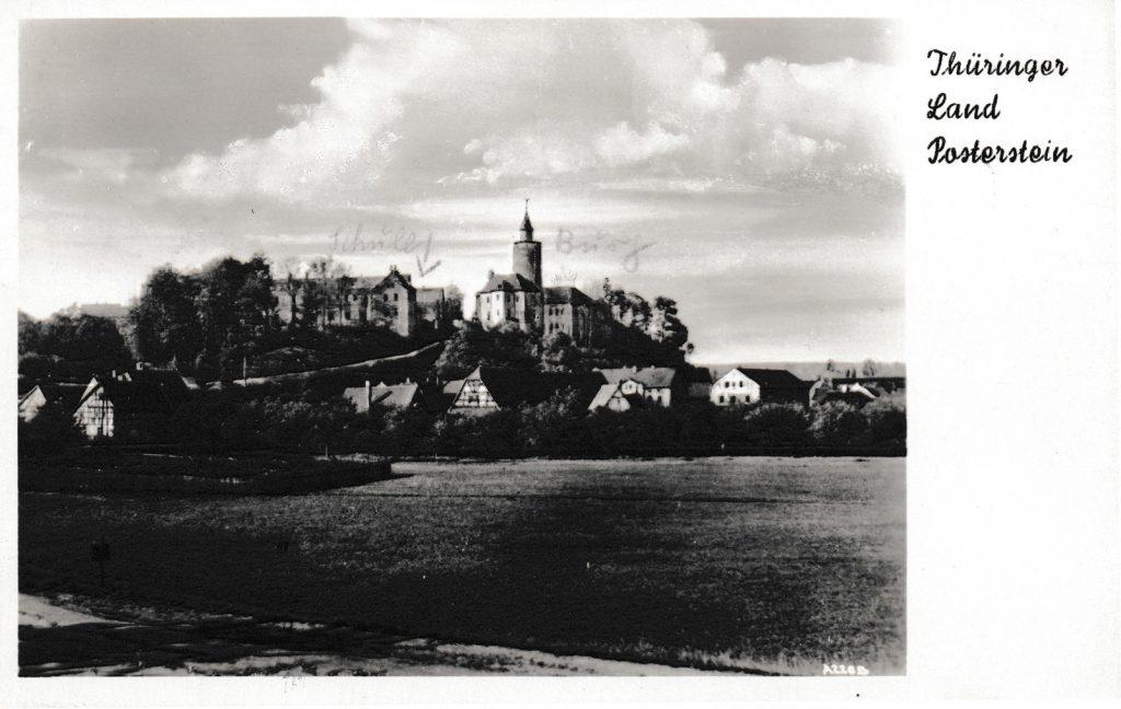 Ansichtskarte von Posterstein um 1950, auf der der historische Nordflügel noch zu sehen ist. (Sammlung Museum Burg Posterstein)