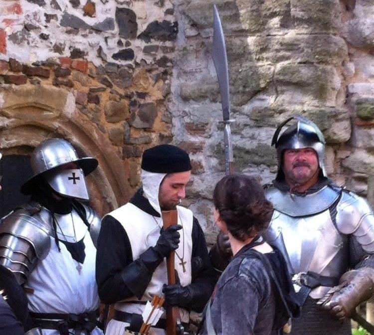 Die Ritterschaft von Hohenstein schlägt jedes Jahr zum Mittelalterspektakel auf Burg Posterstein ihre Zelte auf.