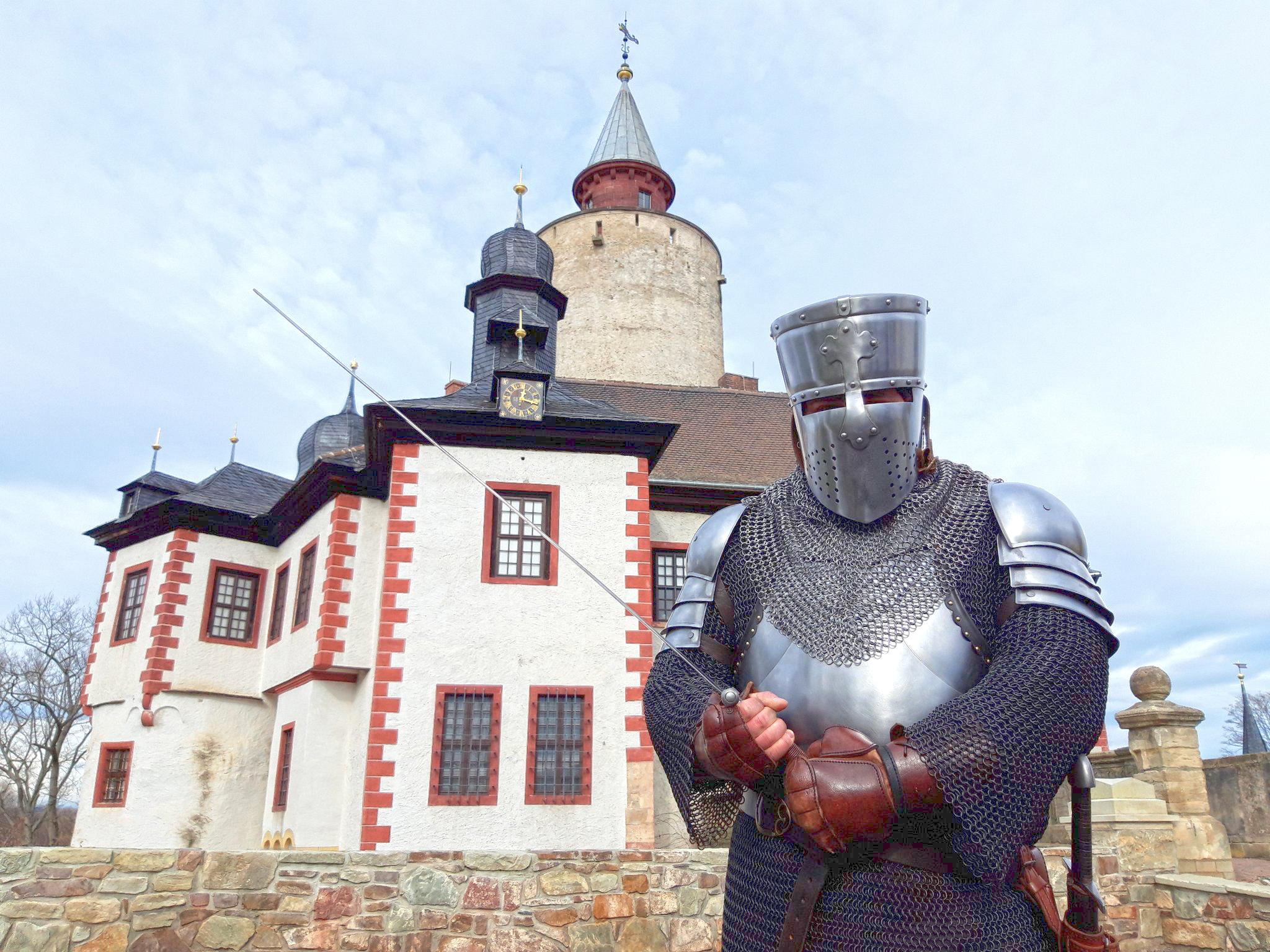 Sommerferien-Programm: Mit welchen Waffen kämpften Ritter?